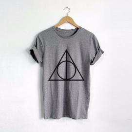 Camiseta Reliquias de la Muerte - Gris
